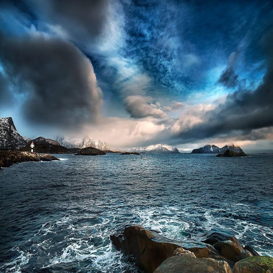 Lofoten. by John Aavitsland - Landscapes Cloud Formations