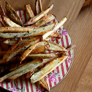 Crunchy Oven Baked Fries with Herbes de Provence.