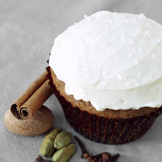 Spiced Chai Latte Cupcakes with Cinnamon Swiss Meringue Buttercream
