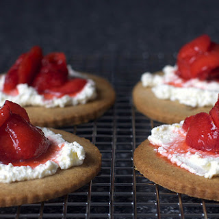 Strawberry-Ricotta Graham Tartlets