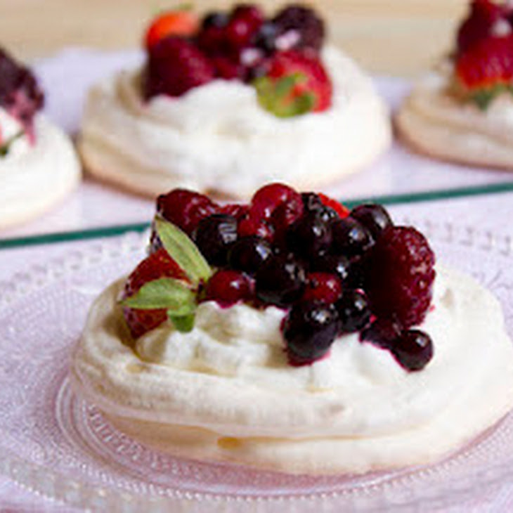 Pavlova with Berries Recipe