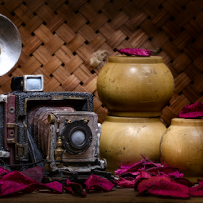 old camera by G-en Are Lock Stuck - Artistic Objects Antiques ( , Lighting, moods, mood lighting )