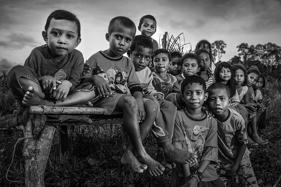 Friendship by Alan Fadlansyah - Black & White Portraits & People ( fadlansyah )