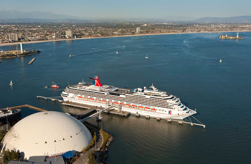 Carnival-Splendor-in-LA - Carnival Splendor entertains guests happy with four dining venues, 22 lounges and bars, two show venues and four pools.