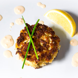 Crab Cakes with Sriracha Aioli