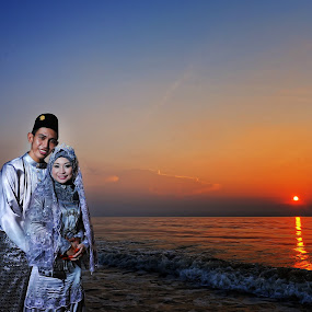 Sunset Couple  by Ismail Rali - Wedding Other ( sunset, weddings, su, bride and groom, smile, people, potraiture )