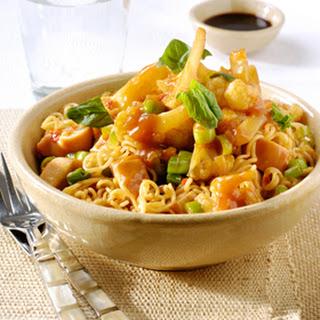Bloemkool Sambal Goreng en wok noedels met kip en basilicum
