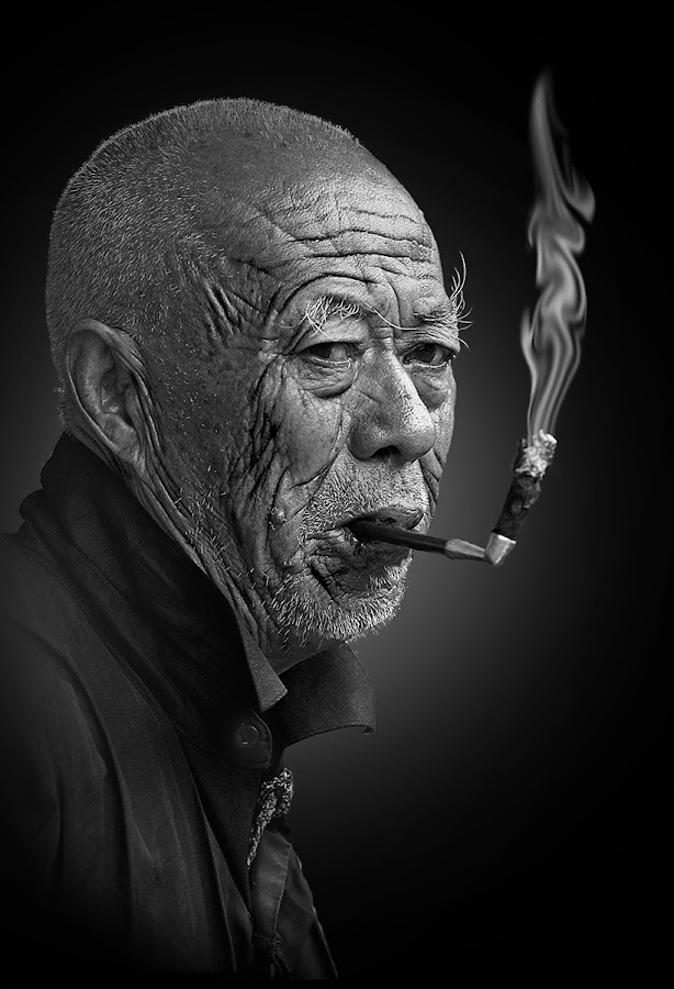 Exposed in china by Saleem Khawar - Black & White Portraits & People ( portrain, b&w, oldman, man )