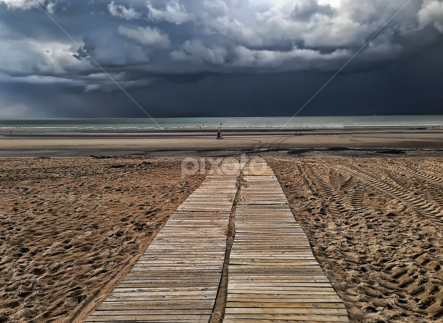 stormy weather ahead by Ghislain Vancampenhoudt - Landscapes Waterscapes