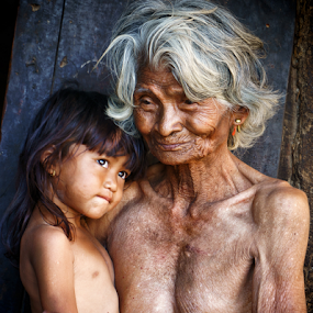 Past vs Future by Thảo Nguyễn Đắc - People Family ( mom and kid, mom with kids )