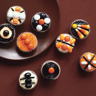 Mini Halloween Pumpkin Cupcakes.