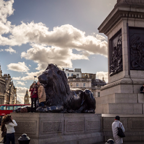 by Alex Barrow - City,  Street & Park  Street Scenes ( lion, london, trafalgar square, big ben,  )