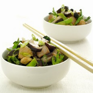 Chinese Stir-fried Chicken with Broccoli and Mushrooms.