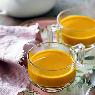 Cleansing Turmeric & Ginger Tea (Recipe).