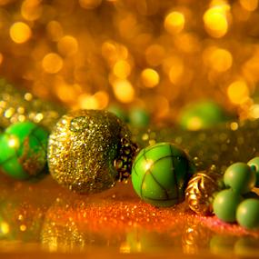 Jewelry by Luana Racan - Artistic Objects Jewelry ( shiny jewerly yellow bokeh green black gold, object, artistic, jewelry )