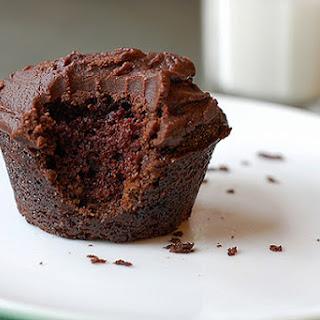 Easy, Moist (vegan) Chocolate Cupcakes