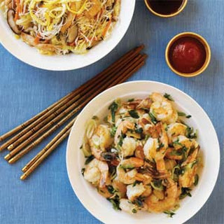 Rice Noodles with Chicken and Vegetables.