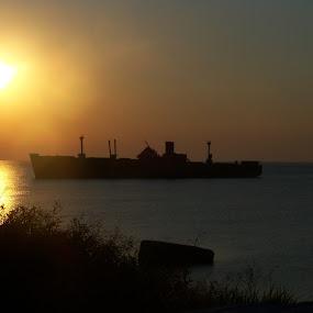 Sunrise by Vlad Zugravel - Landscapes Sunsets & Sunrises ( wild, sea, sunrise, beach, boat )