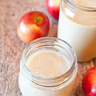 Spiced Apple Pie Smoothie (vegan, gluten-free).