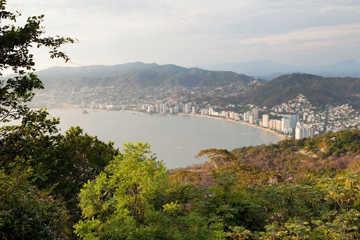 Acapulco-vista - A view of Acapulco from the hills south of the city.
