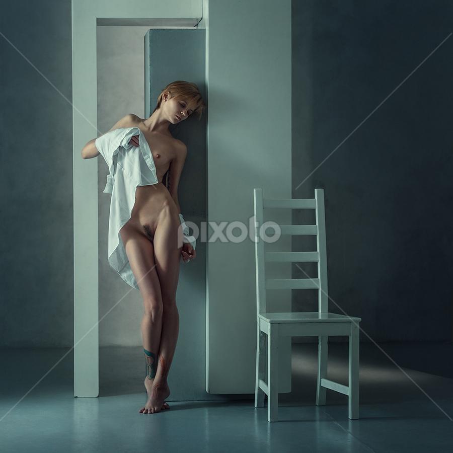 Irina  by Dmitry Laudin - Nudes & Boudoir Artistic Nude ( studio, girl )