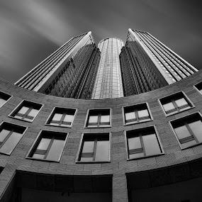 Tower 185 by Stefano Landenna - Black & White Buildings & Architecture ( frankfurt, tower, b&w, skyscraper, architecture )
