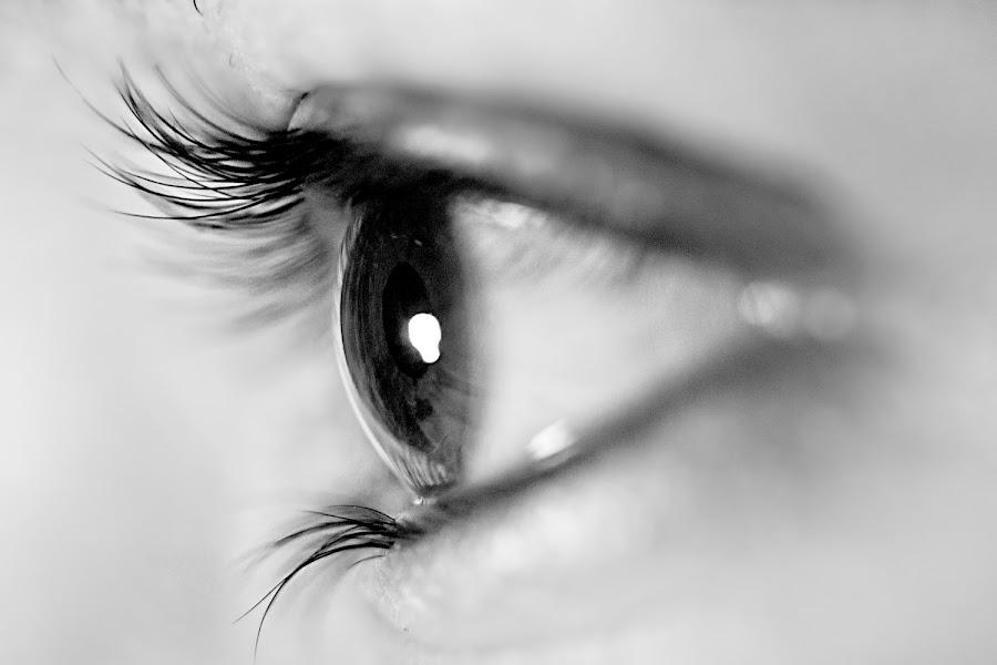 Light in eyes by Jaya Manna - People Body Parts ( blub, light, eyes, black & white, macro )