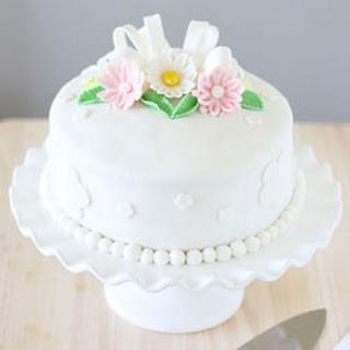 Daisy Fondant Cake.