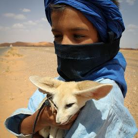 Children with Desert Fox by Ricky Papex - People Street & Candids ( marrakech, desert, zerda, vulpes, children, sahara, africa, morocco, desert fox,  )