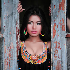 framing by Bagas Prakoso - People Portraits of Women