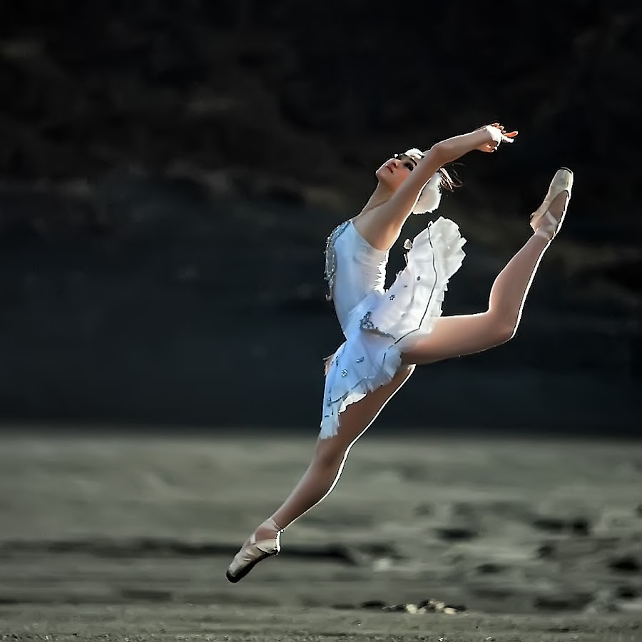Ballerina by Ina Herliana Koswara - People Professional People ( woman, ballerina, ballet, jump )