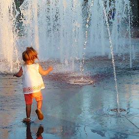 Fountain Play by Samantha Linn - Babies & Children Children Candids (  )