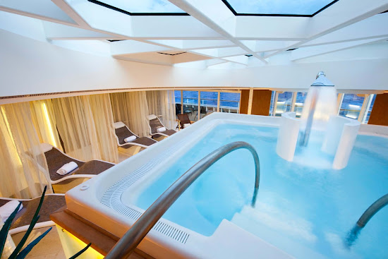For a different kind of spa experience, enjoy the relaxing Hydro Pool on Seabourn Odyssey.