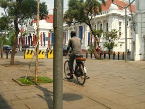 Ojek sepeda Adalah Salah Satu Transportasi Alternatif di Kota Tua