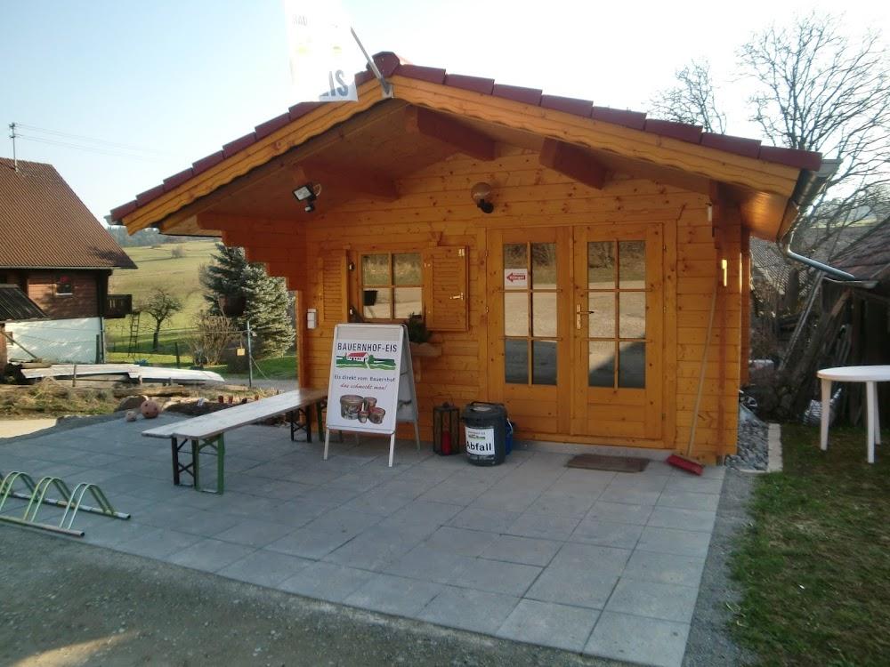 Auf dem Bauernhof von Müllers gibt es leckeres selbstgemachtes Eis zum verzehr und Verkauf