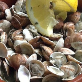 Mama's Almejas al Ajillo – Garlic Clams.