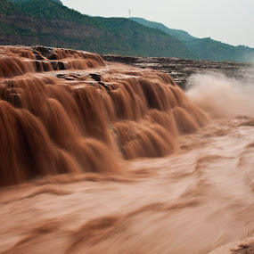 The Yellow Falls by ChenLin Kng - Landscapes Waterscapes ( water, waterfalls, huanghe, waterscape, waves, waterfall, wave, yellowriver, shanxi, china, river )