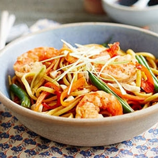 Chinese Noodles With Crispy Prawns