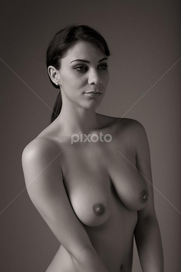 Roxy Mendez - studio nude by Barrie Spence - Nudes & Boudoir Artistic Nude ( models, roxy mendez, art nude, nude, pavilion photographic studio, locations, brunette, female nude, studio nude )