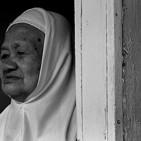 You beautiful .... its true by Ngatmow Prawierow - Instagram & Mobile Other ( face, old, womanportrait, bwportrait, bw, zizigallerydotcom, grandmother, banjarnegara, nokian8, portrait )