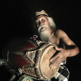 Mbah Soekadji by Ikhsan Effendi - People Portraits of Men