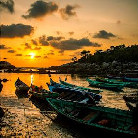 the boat at sunrise by Gilang Franasia - Landscapes Sunsets & Sunrises ( boats, travel, beach, sunrise, fisherman, , #GARYFONGDRAMATICLIGHT, #WTFBOBDAVIS )
