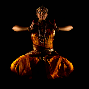 Golden Glow by Ananth Eswar - News & Events Entertainment ( #alphaphotography, #divine, #bharatanatyam, #ananth, #culture, #india, #anantheswar, #kuchpudi, #dance )