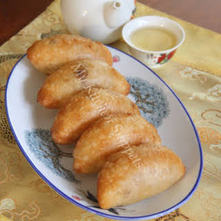 Ham Sui Kok/Fried Crescent Dumplings.