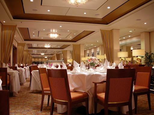 Cunard-Queen-Mary-2-Queens-Grill-restaurant-2 -  A shot of the Queens Grill, aft on deck 7 of Queen Mary 2.