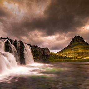 Kirkjufellsfoss by Roberto Melotti - Landscapes Waterscapes ( kirkjufell, kirkjufellsfoss, iceland, roberto melotti, waterfalls, grundarfjordur, kirkjufellsá, snæfellsnes, waterfall, nikon d810 )
