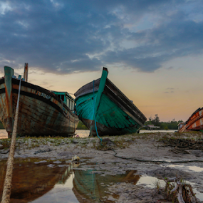 Test against time by Rustam Razali - Transportation Boats ( old, rope, sunset, low tide, rust, boat, water, device, transportation )