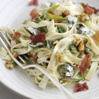 Gorgonzola Tagliatelle with Walnuts, Leeks and Parma Ham Recipe