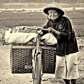 GO HOME by Arif Setiawan - People Street & Candids