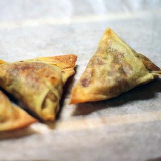 Easy Baked Samosa {Indian Wontons Stuffed with Mild Potato Curry}